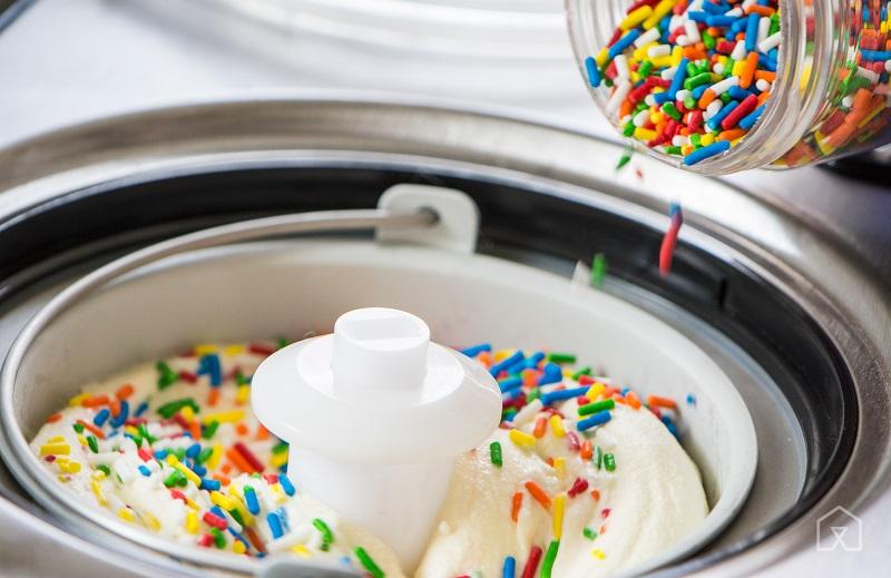 Máy làm kem tươi kinh doanh nhỏ được sản xuất và lắp ráp theo công nghệ làm kem Châu Âu với các linh kiện nhập khẩu chất lượng cao.