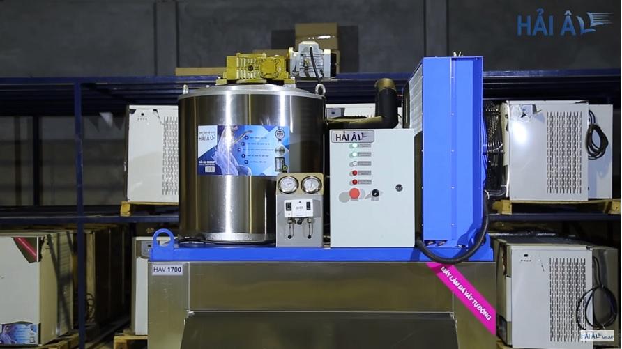 Các sản phẩm máy làm đá nhìn rất chắc chắn, sắc nét và chuyên nghiệp từ trong ra ngoài đúng chất của một cỗ máy công nghiệp chuyên dụng.